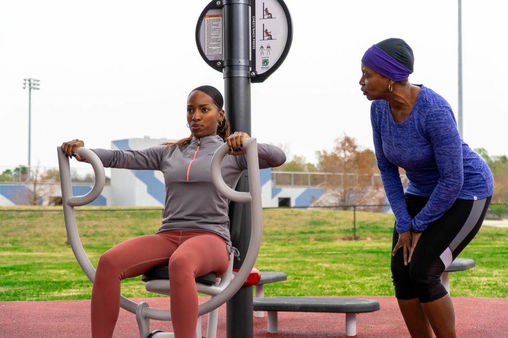 Neighborhood-coaches-encouraging-users